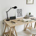 desk-setup-with-motivational-poster